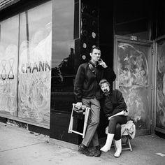 John kwam er bij stom toeval achter dat de fotorollen van één van de beste fotografen uit de twintigste eeuw waren
