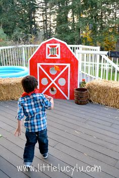 For when he's bigger! Maybe his 4th! :-) Down on the Farm Birthday Party! Tractor Birthday, Farm Birthday, Animal Birthday, 3rd Birthday Parties, Cowgirl Birthday, Birthday Ideas, Farm Party, Farm Themed Party, Farm Animal Party
