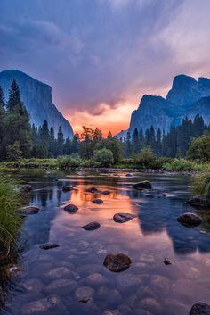 Un mural de Yosemite en la pared del cuarto. Punta a punta.