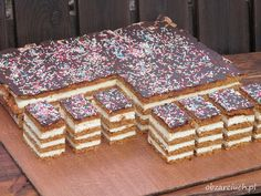 Sernik gotowany przekładany miodowymi blatami, szybko się go robi i rewelacyjnie smakuje Food Cakes, Cupcake Cakes, First Communion Cakes, Cheesecake, Can I Eat, Polish Recipes, Polish Food, Xmas Food, Let Them Eat Cake