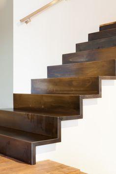 Voor deze trap is Blauwstaal gekozen.