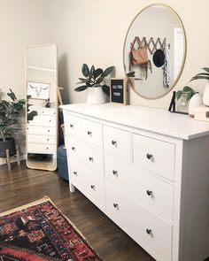 61 minimalist bedrooms ideas with cheap furniture 8 - Innenausstattung - Apartment Decor Simple Bedroom Decor, Cute Room Decor, Room Ideas Bedroom, Modern Bedroom, Contemporary Bedroom, Master Bedroom, Cheap Bedroom Ideas, Simple Bedrooms, Girls Bedroom