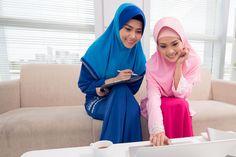 Cara Memakai Hijab yang Rapi dan Santun. Alhamdulillah saat ini banyak wanita muslim yang mengenakan busana muslimah/jilbab.