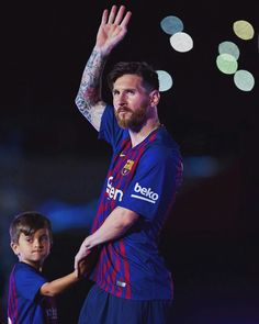 Messi God Of Football, Football Memes, Football Players, Football Soccer, James Rodriguez, Everton, Fc Barcelona, Messi And Wife, Funny Football Pictures