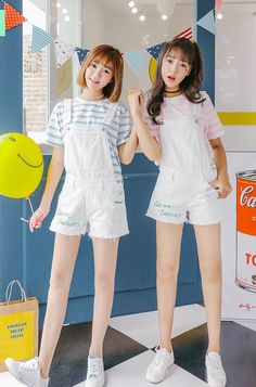 Korean Fashion Trends you can Steal – Designer Fashion Tips Friend Outfits, Couple Outfits, Girl Outfits, Fashion Outfits, Korean Fashion Summer, Korean Fashion Trends, Japanese Fashion, Pastel Fashion, Kawaii Fashion