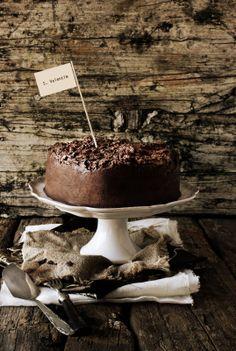 Pratos e Travessas: Bolo de chocolate trufado # Chocolate cake with truffle frosting   Food, photography and stories