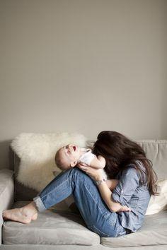 Bastano semplici gesti per divertire un piccolo... #LaCasaModerna #Kids #Childs #LittleWorlds ● lacasamoderna.com