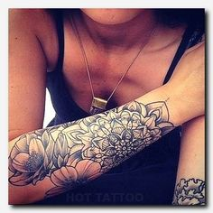 Beau tattoo manchette mandala femme - Tatouage femme Be inspired with this tatoo: Beautiful tattoo m Om Tattoo, Tiki Tattoo, Samoan Tattoo, Lotus Tattoo, Hand Tattoo, Body Art Tattoos, New Tattoos, Tribal Tattoos, Stomach Tattoos