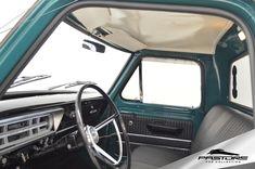 Ford F100 Cabina Luxo 1975 . Pastore Car Collection Ford F100 Cabina Luxo 1975/1975. Equipada com Direção Hidráulica. Pneus Cooper Cobra Radial G/T praticamente novos. Suspensão segue todo o padrão original (somente foi rebaixada). Possui rodas originais e pneus no padrão da época! Motor de 8 cilindros em V, 2 válvulas por cilindro. 4.785 cm³ (292pol³). Potência de 168CV a 4.000 rpm. Torque de 37kgfm a 2400rpm. Câmbio de 3 Velocidades