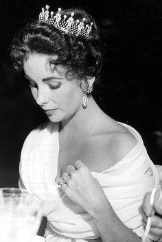 Elizabeth Taylor - 1955 | Galería de fotos 3 de 35 | GLAMOUR