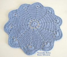 Tecendo Artes em Crochet: Novo Sousplat no Azul da Moda, Serenity!                                                                                                                                                                                 Mais