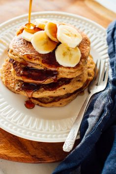 These banana pancakes are so fluffy, no one will guess they're made with whole wheat flour! Top with peanut butter and sliced bananas for even more sticking power. minceur, Whole Wheat Banana Pancakes Recipe - Cookie and Kate Pancakes For One, How To Cook Pancakes, Whole Wheat Pancakes, Making Pancakes, Coconut Pancakes, Banana Pancakes, Keto Pancakes, Fluffy Pancakes, Dessert Simple
