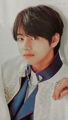 taehyung in the prince outfit makes him look cute! Does anyone remember when Kook kissed tae on the cheek? I'm not a vkook shipper but I still think it was a bit cute Bts Taehyung, Jimin, Bts Bangtan Boy, Daegu, Seokjin, Hoseok, Namjoon, Bae Suzy, Foto Bts