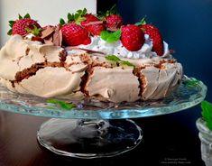 Pavlova cu ciocolată, căpșuni și mentă