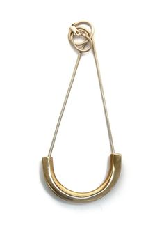A clean and striking statement, the Altus Necklace is a simple inverted arc…