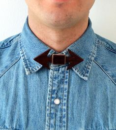 Bowtie 100% designed and made in Italy. 100% Wood wengè and brown Velvet. Unisex accessory to use as a classic bow tie, necklace but also as a hair band or belt. Discover more at: http://www.outloop.com/en/wooden-bow-ties #bowtie #accessories #papillon #woodenaccessories #designaccessories #socialdesign #artbowties #woodenbowties #shopbowties