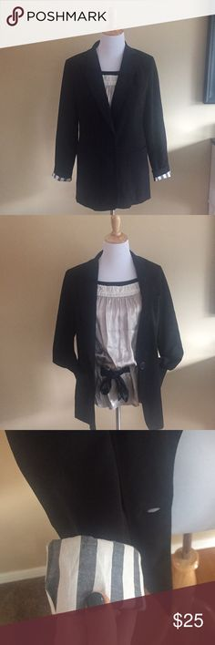 Neiman Marcus Women's black blazer with pockets Excellent pre loved condition! Sleeves roll up with striped pattern (grey/white) Lightweight and perfect for any season! Romeo & Juliet Couture Jackets & Coats Blazers