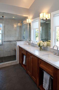 Light-coloured step between shower (wooden floor) vs dark flooring