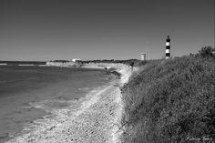 Le phare de Chassiron, juché sur une falaise rocheuse, est situé à l'extrémité nord de l'île d'Oléron, près de la ville de Saint-Denis-d'Oléron. Le phare permet aux marins de rentrer dans les eaux du pertuis d'Antioche, lieu semé de récifs et réputé pour ses nombreux naufrages. C'est le plus ancien phare de France encore en activité après celui de Cordouan.