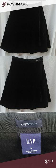 GAP stretchy Skirt Velvet Black skirt - size 4 GAP stretchy Black flare velvet skirt size 4 GAP Skirts