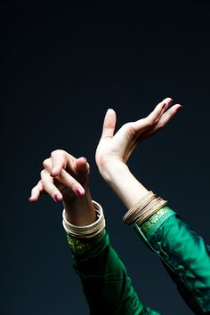 Kathak Dance from India. Hand Reference, Pose Reference, Anatomy Reference, Design Reference, Drawing Reference, Tango, Labo Photo, Kathak Dance, Indian Classical Dance