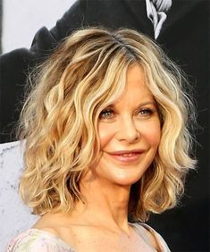 Meg Ryan Hairstyles, Hair Cuts and Colors Meg Ryan Hairstyles, Hair Cuts and Colors,Coafuri Meg Ryan Medium Wavy Casual Bob - side view Style Meg Ryan Haircuts, Meg Ryan Hairstyles, Wavy Bob Haircuts, Curly Bob Hairstyles, Medium Length Wavy Hairstyles, Celebrity Hairstyles, Shoulder Length Blonde Hairstyles, 50 Year Old Hairstyles, Natural Wavy Hairstyles