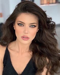 Beautiful and sweet girls Kiss Beauty, Beauty Makeup, Hair Makeup, Hair Beauty, Most Beautiful Faces, Beautiful Lips, Down Hairstyles, Pretty Hairstyles, Belle Silhouette