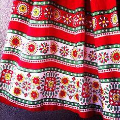民族衣装のような花模様のヴィンテージスカート(w:64~ l;70cm)  ¥12800