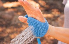 Aquapaw Palm Dog Scrubber and Sprayer - Spray water from your palm to wash your dog - connects to garden hose or shower head