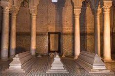 Le tombe Saadiens a Marrakech  in Marocco, risalgono al tempo del gran sultano Ahmad al-Mansur Saadi (1578-1603). Queste tombe sono state scoperte solo circa 1.917 e quindi ripristinati dal dipartimento di Belle Arti. E sempre da allora per impressionare i visitatori con la bellezza della loro decorazione. http://www.tombeaux-saadiens.com/it/