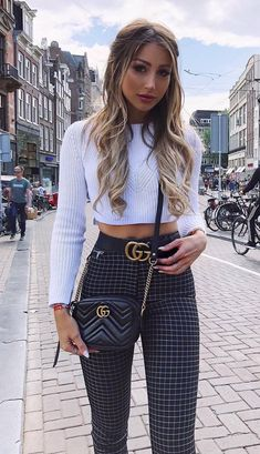 Fall Fashion Trends Crop Sweater Plus Black Bag Plus Plaid Pants - Outfits Booties Outfit, Plaid Pants Outfit, Black Jeans Outfit Casual, Sweater Outfits, Casual Winter Outfits, Cute Summer Outfits, Fall Outfits, Zara Fashion, Look Fashion