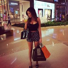 They may be better looking than the rest of us, but these hot women still have to do all the things that normal people do and that includes grocery shopping. They may be better looking than the Classy Outfits, Cute Outfits, Cute Little Things, Healthy People 2020, Girls Shopping, Cute Fashion, How To Look Better, Women, Style