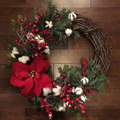 christmas wreaths 15 Alluring Handmade Christmas Wreath Designs That Will Look Great On Your Front Door Beautiful Christmas, Red Christmas, Handmade Christmas, Christmas Crafts, Christmas Decorations, Christmas Ornaments, Holiday Decor, Country Christmas, Christmas Ideas