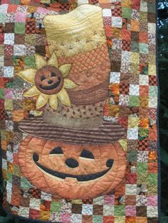 I like THIS Halloween quilt - I usually can't say that!