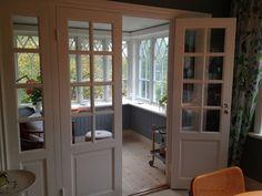:: Fönsterbrädan och panelen under