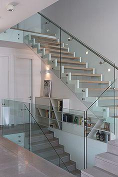 escaleras de cristal y madera