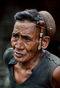 Philippines | Steve McCurry, powerful expression, male, fashion, wrinckles, lines of Life, worry, intense eyes, strong, face, portrait, photo