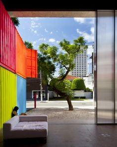 Krazy Odd: Shipping Container House in Sao Paulo, Brazil by Marcio Kogan Container Architecture, Sustainable Architecture, Contemporary Architecture, Retail Architecture, Cargo Container Homes, Container Design, Shipping Container Homes, Shipping Containers, Container Cabin