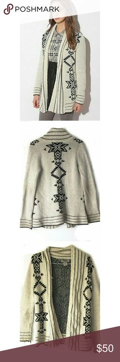"""Urban Outfitters """"Ecote"""" Intarsia Cardigan In good condition. Minimal signs of wear. Oversized and chunky perfect for winter. Size small. Smoke and pet free home. Ships within one day. Urban Outfitters Sweaters Cardigans"""