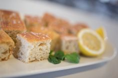 Nesten klassisk Focaccia – Fru Haaland Spanakopita, Feta, Food And Drink, Cheese, Baking, Ethnic Recipes, Ol, Bread Making, Patisserie