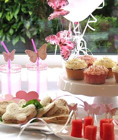 Girly party decorations and food #butterflies