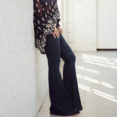 Free People Women's Night Out High Rise Flare New without tags and never worn!  Button up high rise flare with slimming details down legs.  Free People Pants Boot Cut & Flare