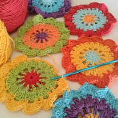 Colorful #crochet flowers from corazonalsol