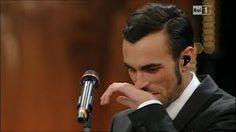 Marco Mengoni...un artista che vive la musica come nessun altro...entra sul palco di Sanremo per regalare al pubblico la versione più toccante di Ciao amore ciao del grande Luigi Tenco.