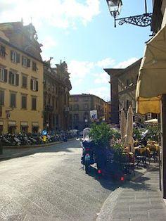 """Brincar de ser toscano! Quem consegue um mês inteiro de férias, pode encontrar outras possibilidades para a Toscana. Uma ótima idéia é abrir mão das """"fast travels"""" e conhecê-la a fundo. Reservar um mês todinho para a região e vivê-la como fazem os locais - lentamente!"""