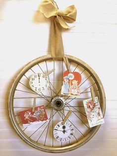 Tattered Tiques: I Wheelie love this display idea! Recycled Home Decor, Recycled Crafts, Unique Home Decor, Upcycled Furniture, Bicycle Wheel Decor, Bicycle Art, Bicycle Rims, Store Displays, Booth Displays