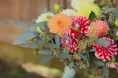 DIY: Dahlia Bouquet - Project Wedding