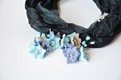 Collar/bufanda seda con aplicaciones crochet. Inspiración.
