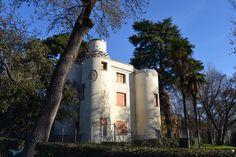 El Castillete del Retiro, antiguo Centro Meteorológico, fue creado como un Castillo por orden de Fernando VII, al arquitecto Isidro Velázquez dentro del conjunto de caprichos del parque. #historia #turismo