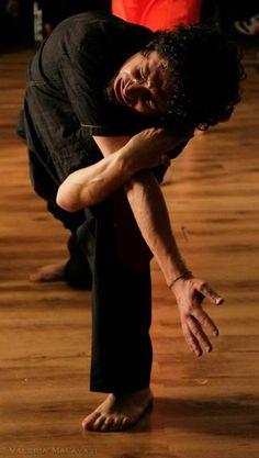 Alessandro Concas, #Actor - Autobiografia della Fame, by #FeraiTeatro, foto di Valeria Malvasi, scena di tensione tratta dal #bisogno di #dolore
